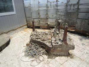 音浴ホール 泥の中から見つかったピアノ